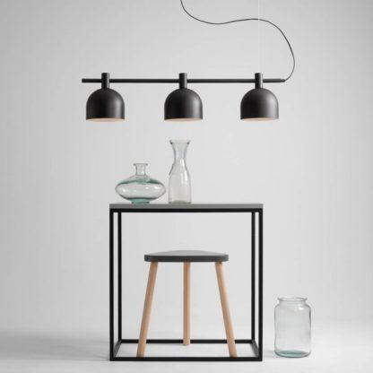 czarna podłużna lampa wisząca