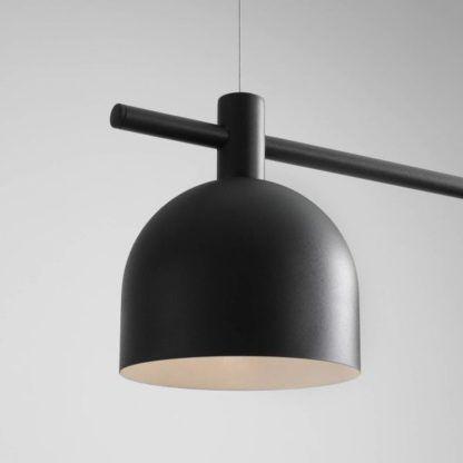 lampa wisząca z czarnymi kloszami