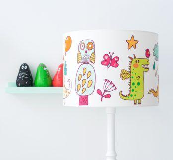 Kolorowa lampa podłogowa Wesołe Smoki - biała, drewniana podstawa