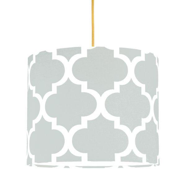 szara lampa wisząca z abażurem