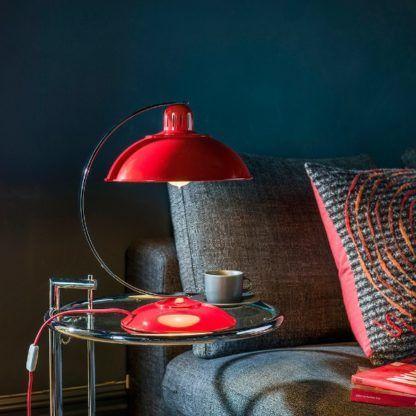 czerwona duża lampa stołowa