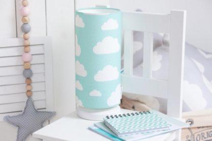 niebieska lampka w białe chmurki