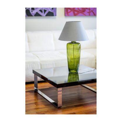 zielona lampa stołowa z abażurem salon