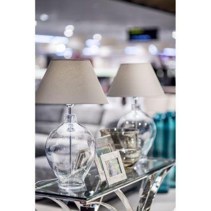 szklana lampa stołowa transparentna
