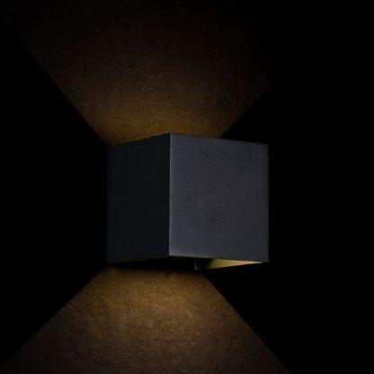 czarny kinkiet z metalu