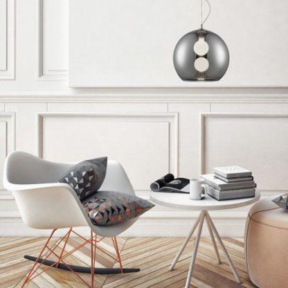srebrna lampa wisząca kula salon