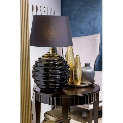czarna duża lampa stołowa z abażurem