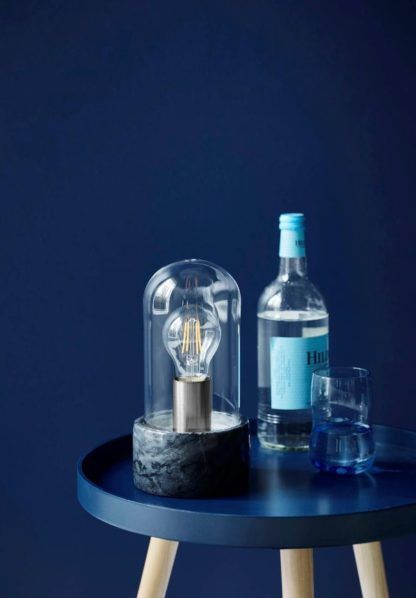designerska lampa stołowa