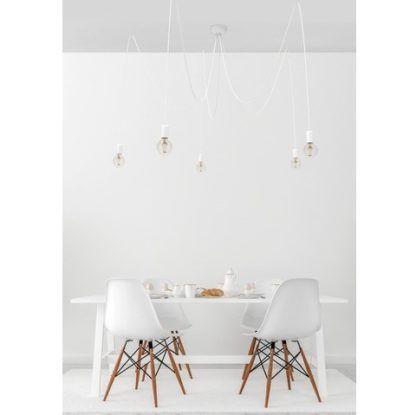 biała lampa wisząca pająk aranżacja skandynawska