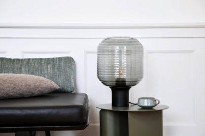 szklana lampa stołowa skandynawska