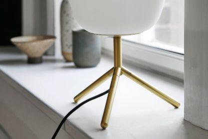 lampa stołowa złoto i białe szkło