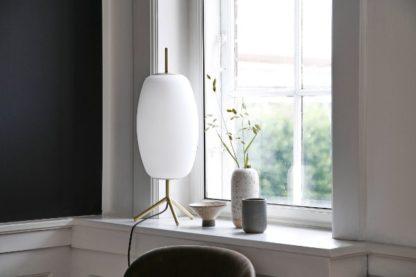 skandynawska lampa stołowa szklana aranżacja