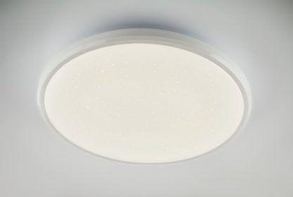 biały plafon efekt migotania