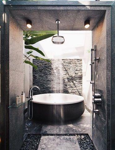 piękne oświetlenie kabiny prysznicowej z kamienia