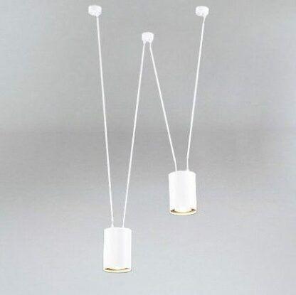 lampa z białymi kablami
