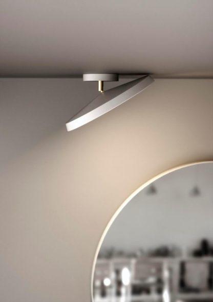 płaska lampa sufitowa z regulowanym kloszem