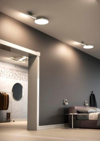 nowoczesna lampa sufitowa z mobilnym kloszem
