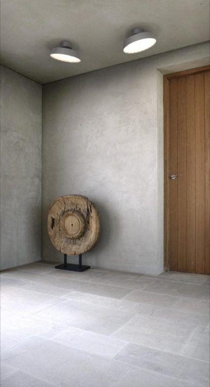szary plafon na betonowej ścianie aranżacja