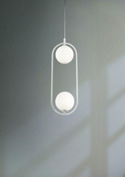 podłużna lampa wisząca ze szklanymi kloszami
