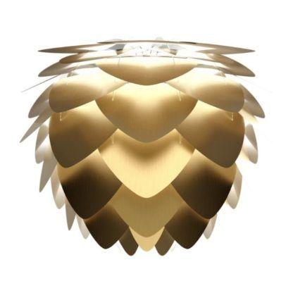 złota lampa wisząca w kształcie szyszki