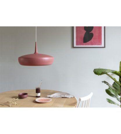 bordowa lampa wisząca aranżacja nad stół