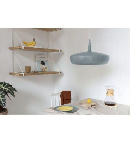 niebieska lampa wisząca aranżacja kuchnia