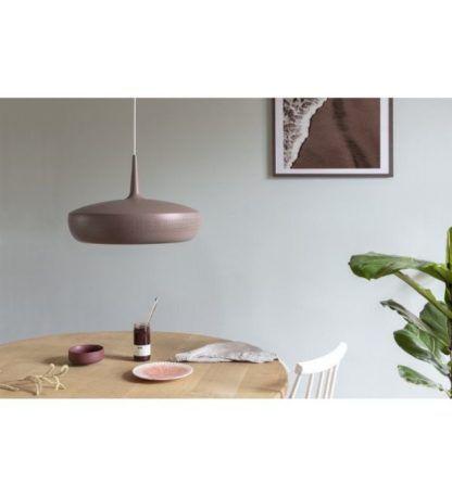 brązowa lampa wisząca nad stół