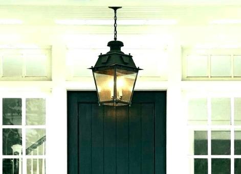 lampa wisząca na schodach zewnętrznych