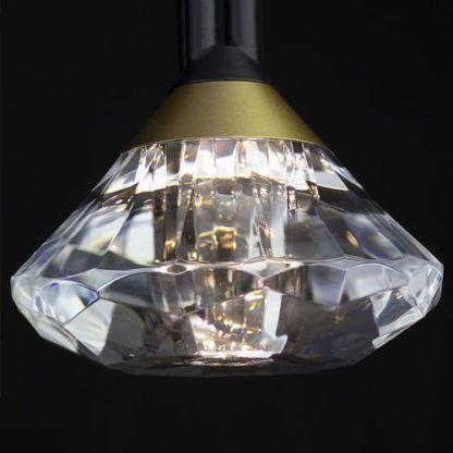 lampa z połyskującym diamentem
