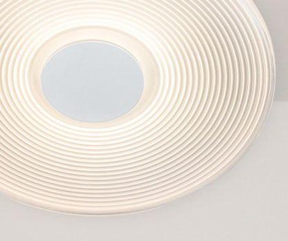 ledowa lampa sufitowa w prążki