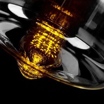 nowoczesna lampa wisząca z żarówką retro