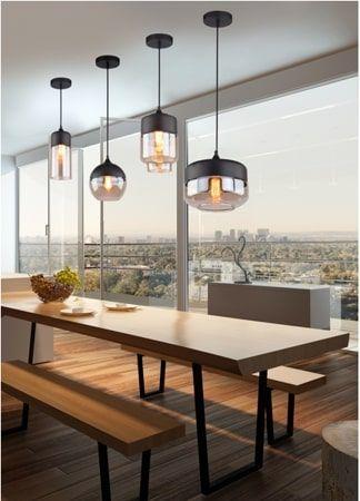 czarne lampy wiszące nad stołem aranżacja