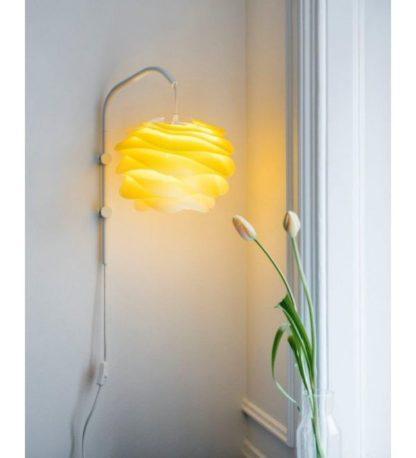 lampa ścienna z żółtym kloszem