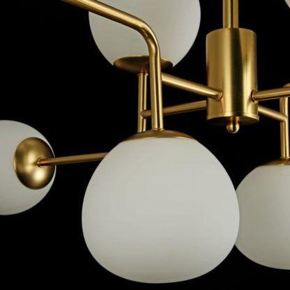 złoty żyrandol ze szklanymi kloszami (2)