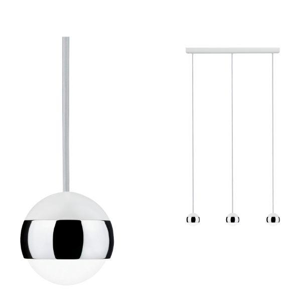 biała lampa wisząca trzy klosze ze srebrnymi elementami