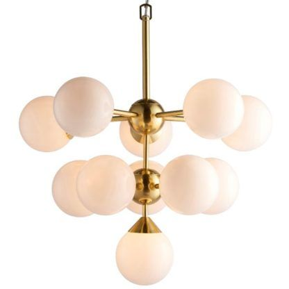 złota lampa wisząca z mlecznymi kloszami