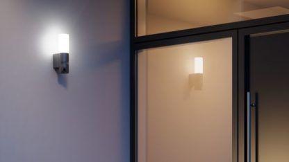 nowoczesny kinkiet zewnętrzny z kamerą