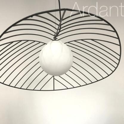 elegancka lampa druciana z kloszem