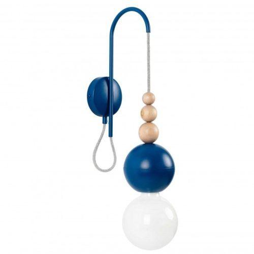 niebieski kinkiet z żarówką na kablu