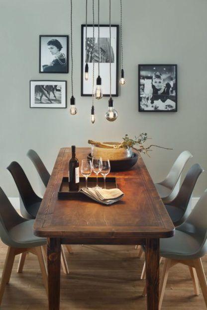 żarówki retro nad stołem