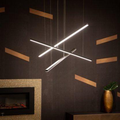ledowa lampa z metalowych prętów salon