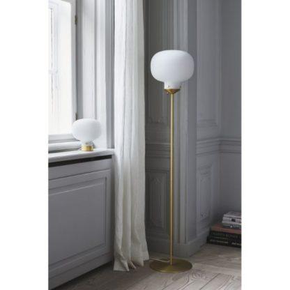 złote lampy w salonie aranżacja