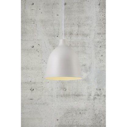 biała lampa wisząca betonowa ściana
