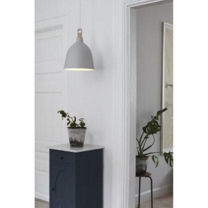 biała lampa wisząca do przedpokoju