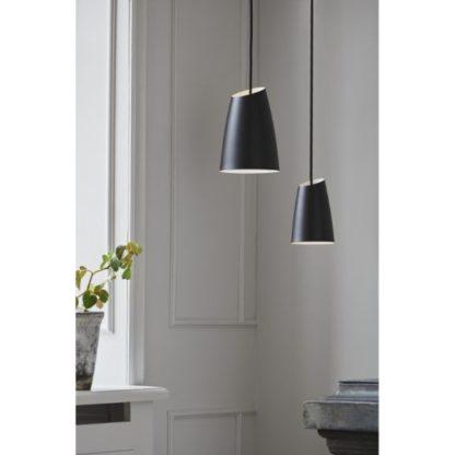 czarna lampa wisząca metalowa
