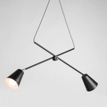 czarna lampa wisząca równoważnia