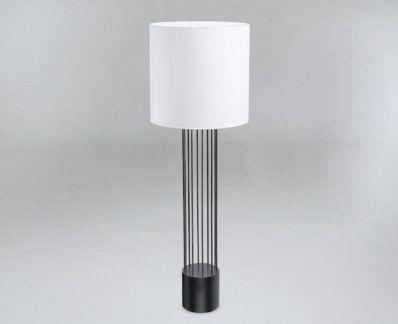 Czarna lampa podłogowa IHI z białym abażurem