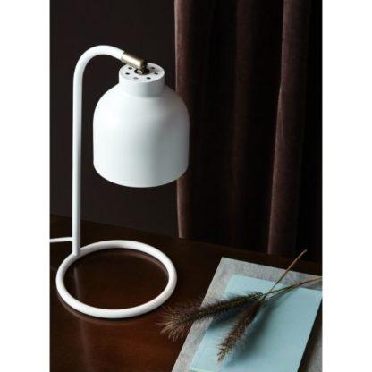 biała lampa stołowa na biurko