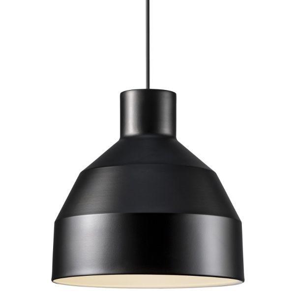 czarna lampa wisząca salon aranżacja