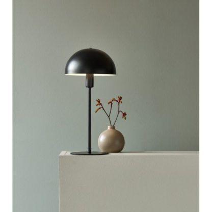 czarna lampa stołowa do salonu